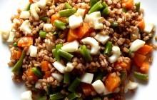 Orzo mondo con seppie, fagiolini e carote