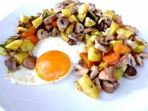 uova al tegamino e verdure al vapore