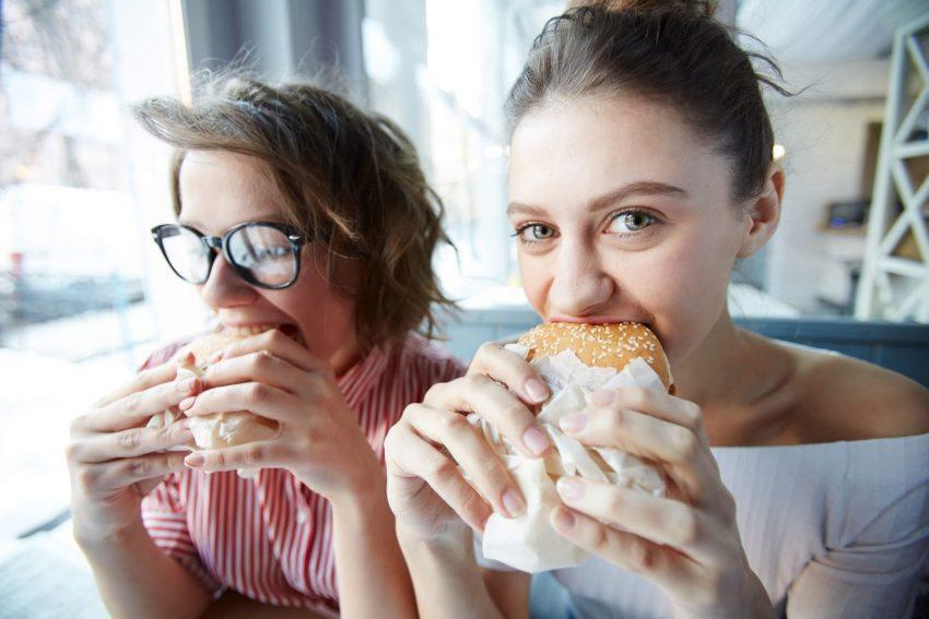 Quali sono le differenze fra fame emotiva e fame fisica?